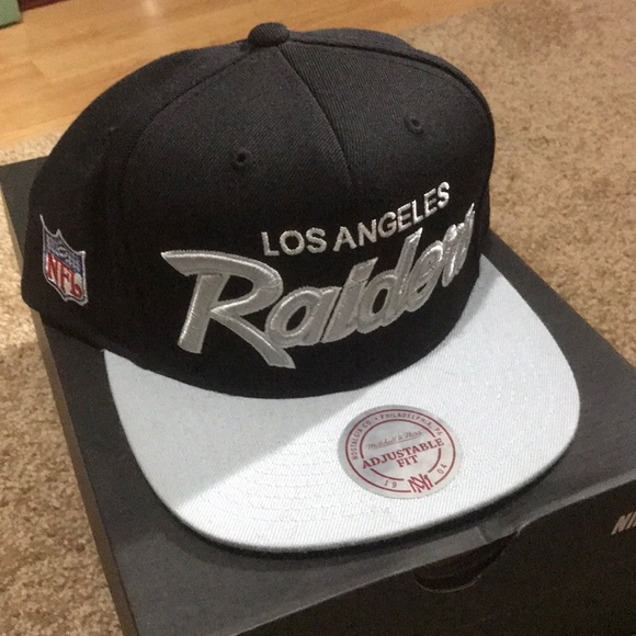 77ea1d50877 Mitchell   Ness Los Angeles Raiders Hat Compton